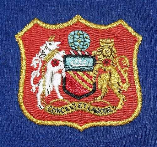 Manchester United logo đầu tiên