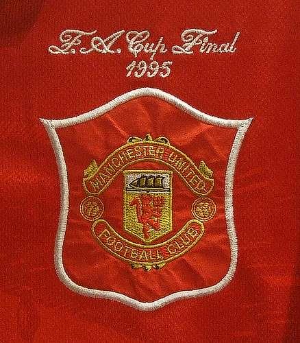 Manchester United logo thứ 4 từ thập niên 70 cho đến gần cuối thế kỷ 20