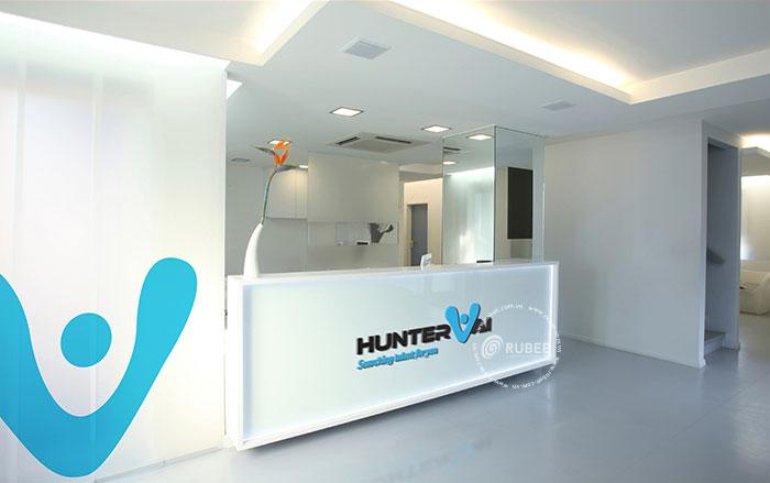 Phối cảnh thiết kế logo Huntervai