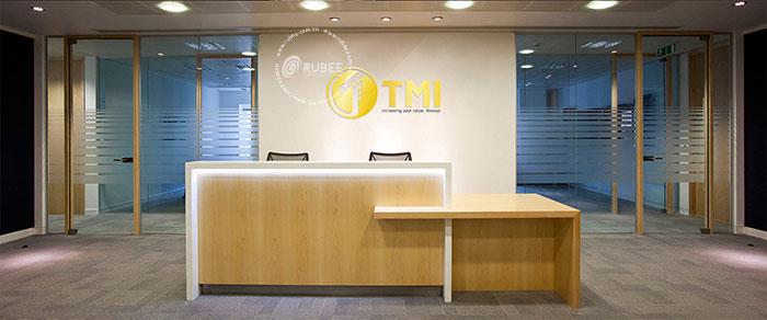 Phối cảnh thiết kế logo công ty may mặc TMI